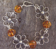 Daisy Flower Bracelet with Cognac Baltic Amber Image